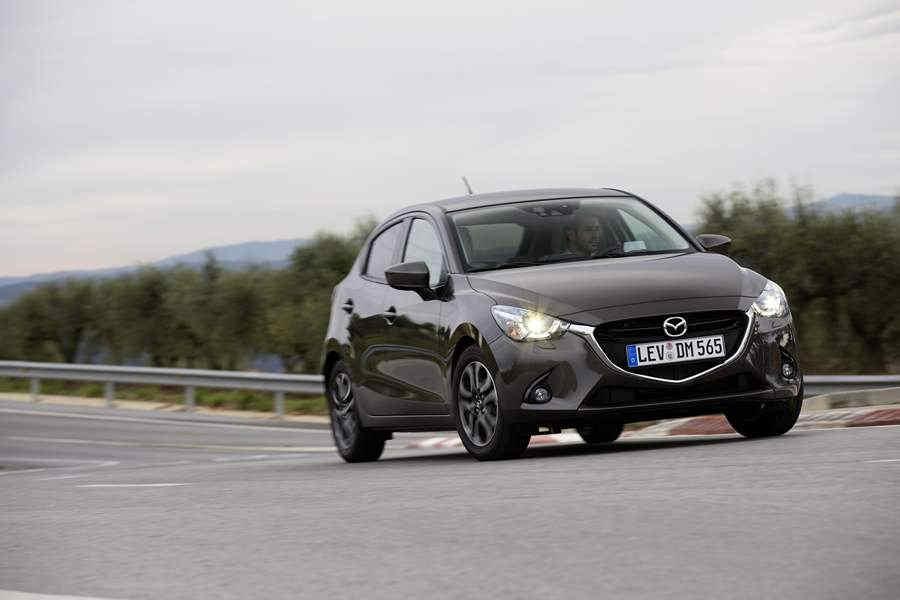 Mazda2_2015_action_31