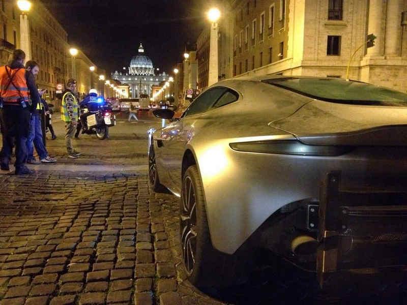 Photo of Aston Martin 007 James Bond finisce nel Tevere VIDEO SkyNews 24