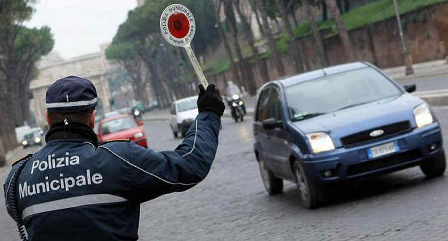 Photo of Blocco circolazione auto Roma, stop Euro6 e date gennaio