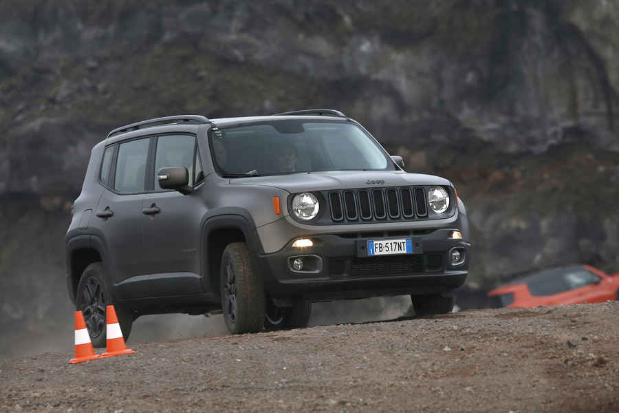 serie-speciale-jeep-renegade-night-eagle-5