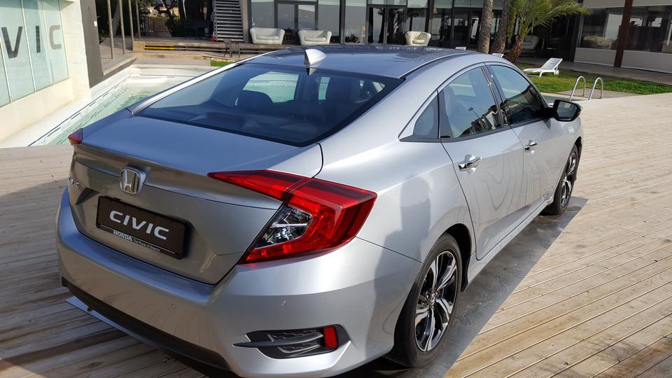 Vista posteriore nuova Honda Civic 2017