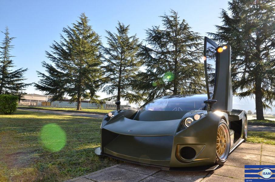 Auto sportiva dotata di un kit retrofit elettrico