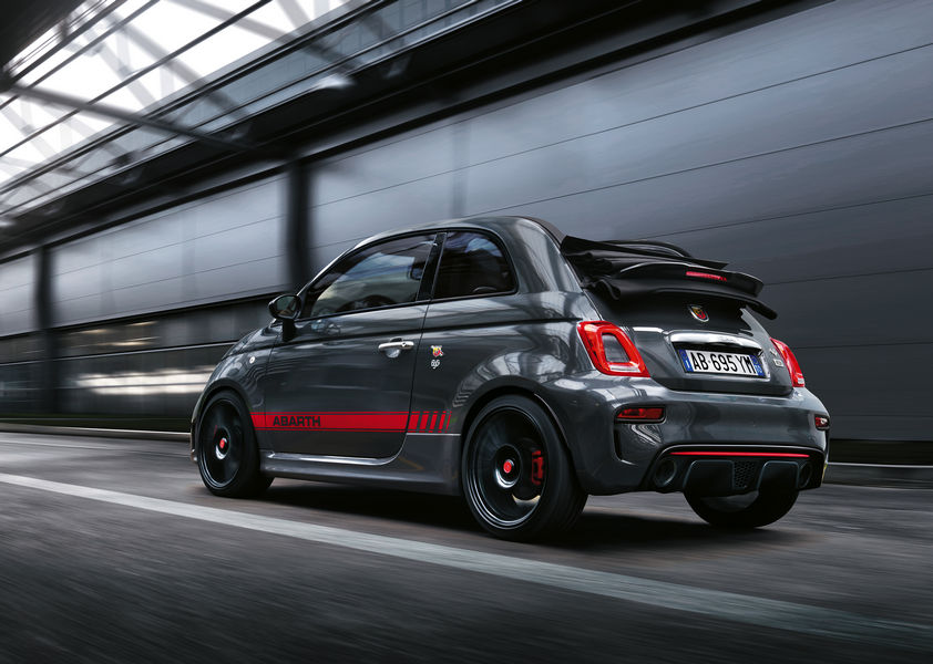 Abarth-695-XSR-Yamaha-Limited Edition-Ginevra-2017-1