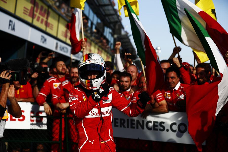 Photo of Ferrari 1° Vittoria Melbourne Australia F1 Classifiche Foto Video