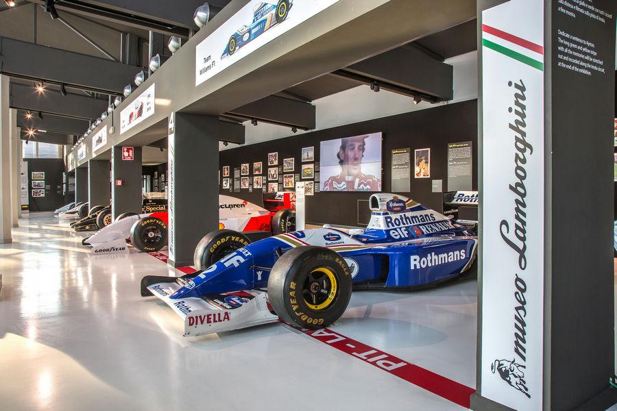 Mostra Ayrton Senna con la Williams nel museo lamborghini