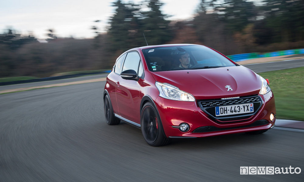 Photo of Assetto sportivo Peugeot 208 GTi by Peugeot Sport