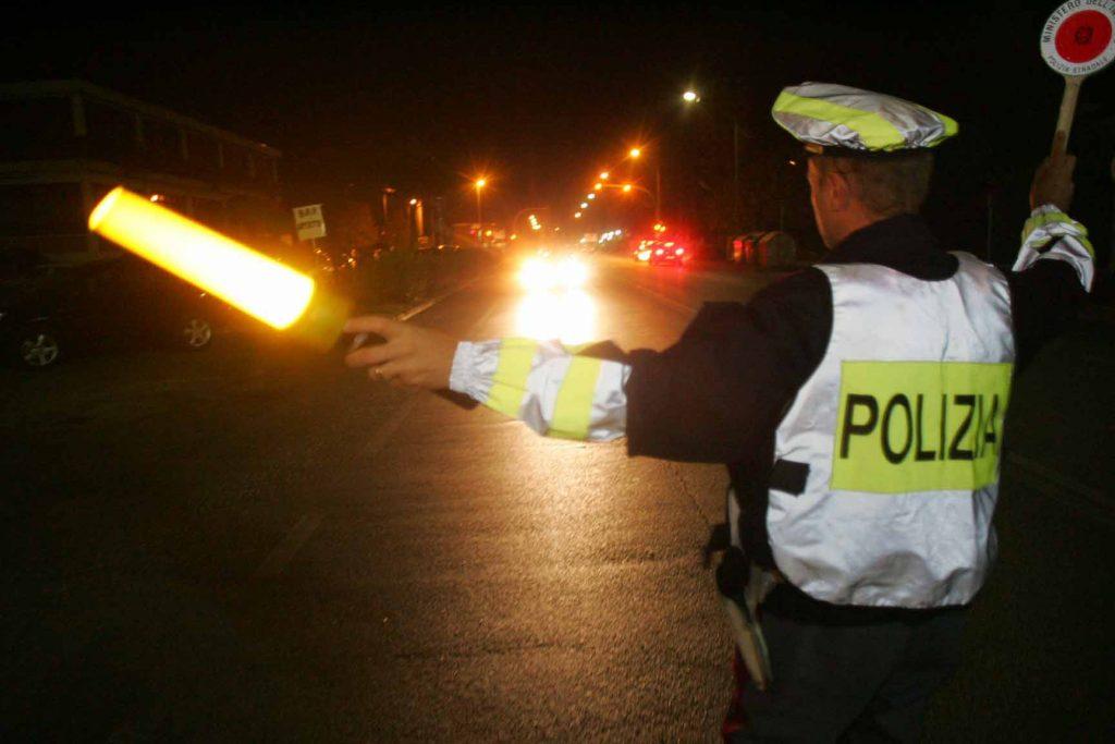Polizia stradale Multe sospese targa prova