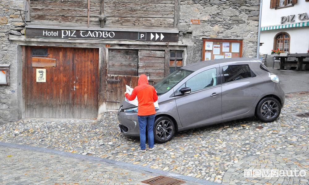 Renault Zoe auto elettrica in viaggio