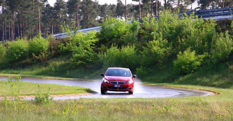 Test Peugeot 308 Bagnato pioggia pneumatici invernali test