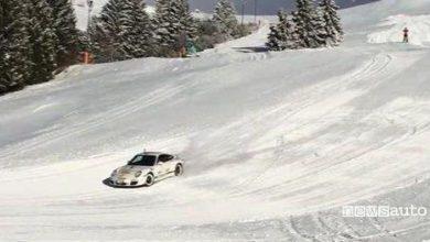 Photo of Sfida sulla pista da sci tra auto e sciatore! VIDEO