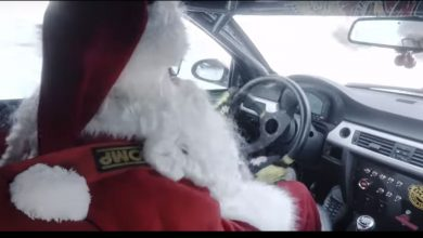 Photo of Babbo Natale in auto di corsa! VIDEO Santa Claus show