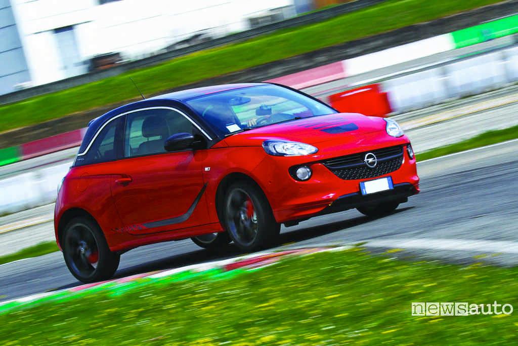 Opel Adam la prova in pista