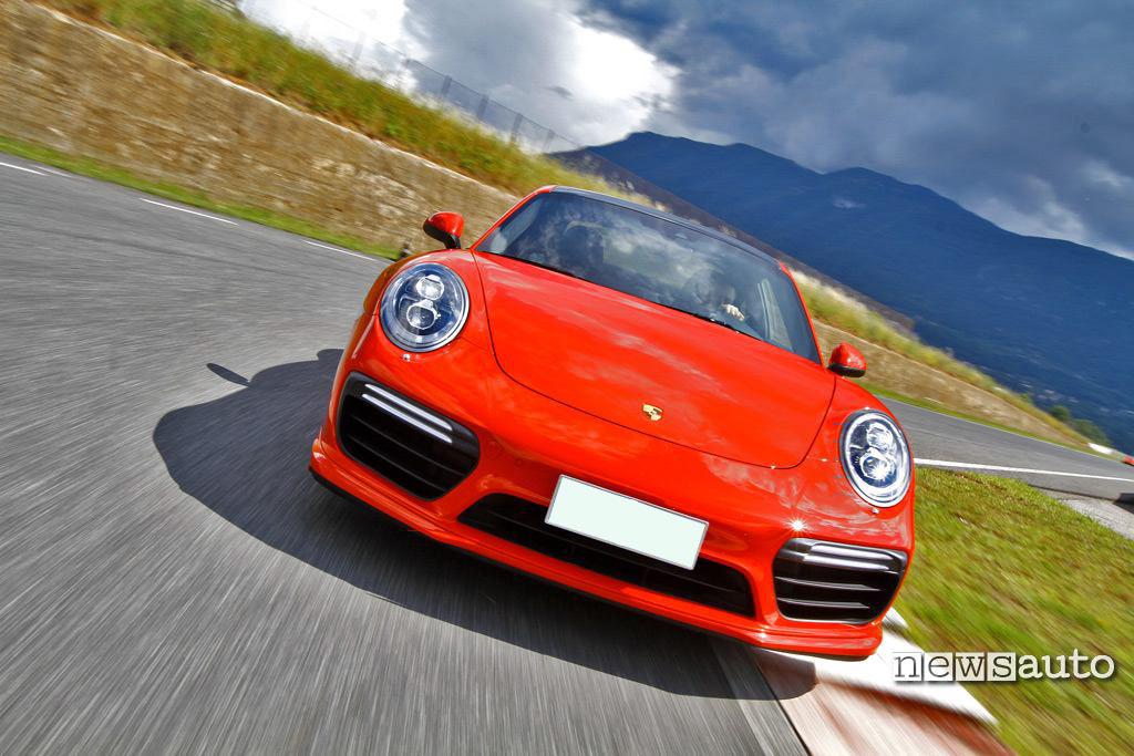 Porsche 911 Turbo vista frontale
