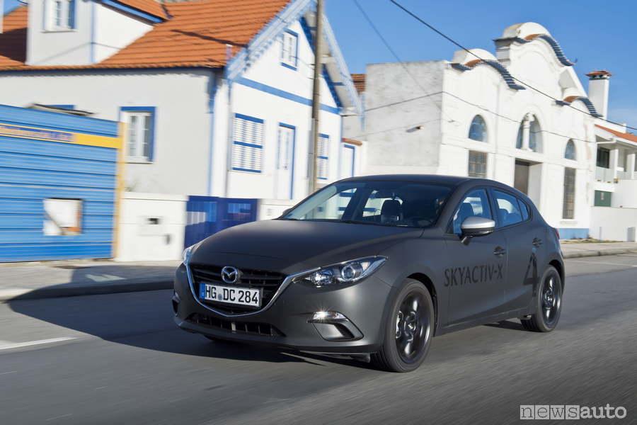 Mazda 3 prototipo con motore Skyactiv-X anteprima
