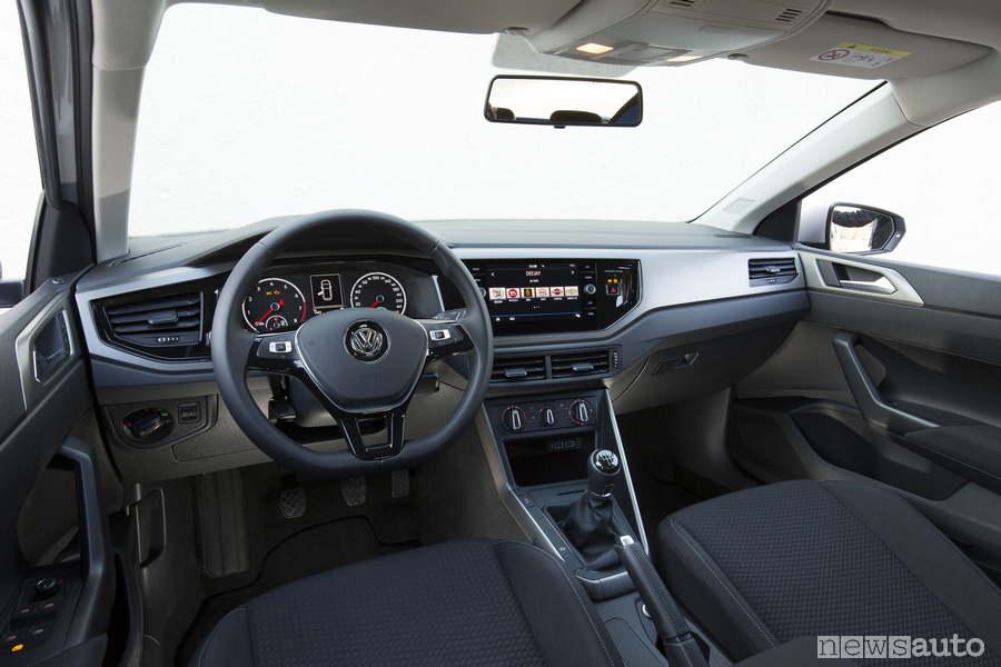 VW-Polo-TGi-metano-2018-abitacolo volante