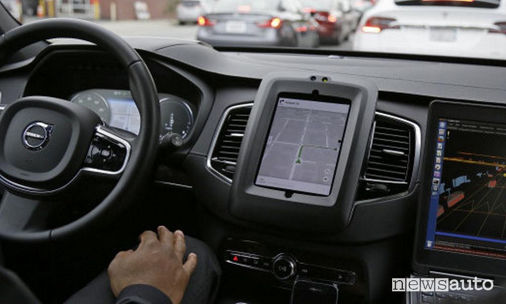 Volvo XC90 Uber guida autonoma Test guida autonoma