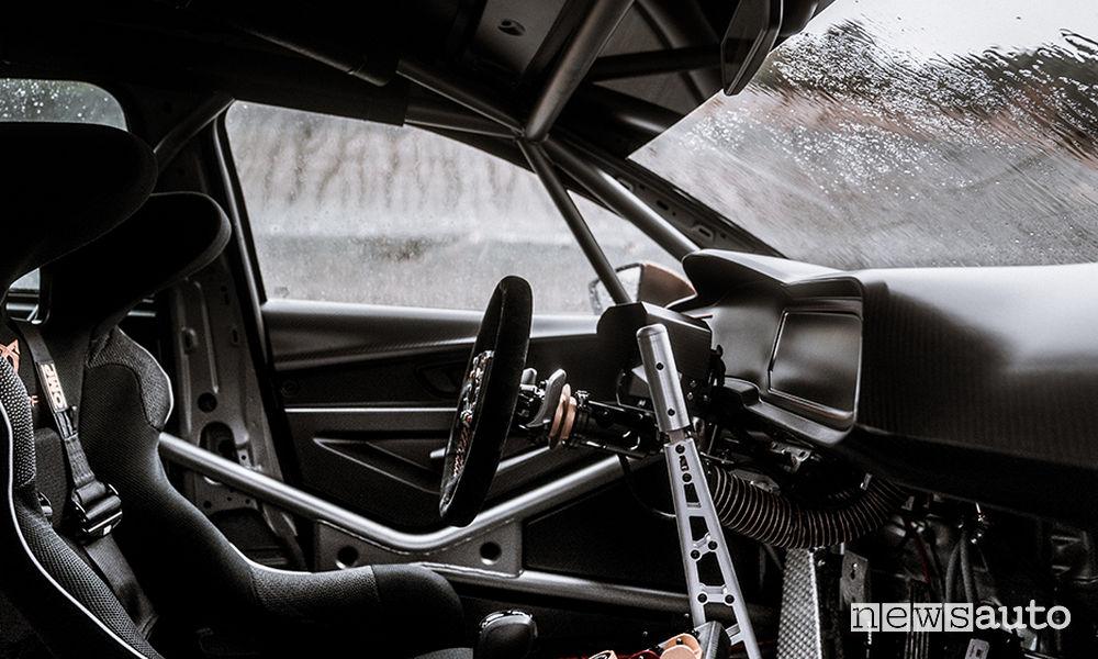 Auto da corsa Cupra TCR abitacolo
