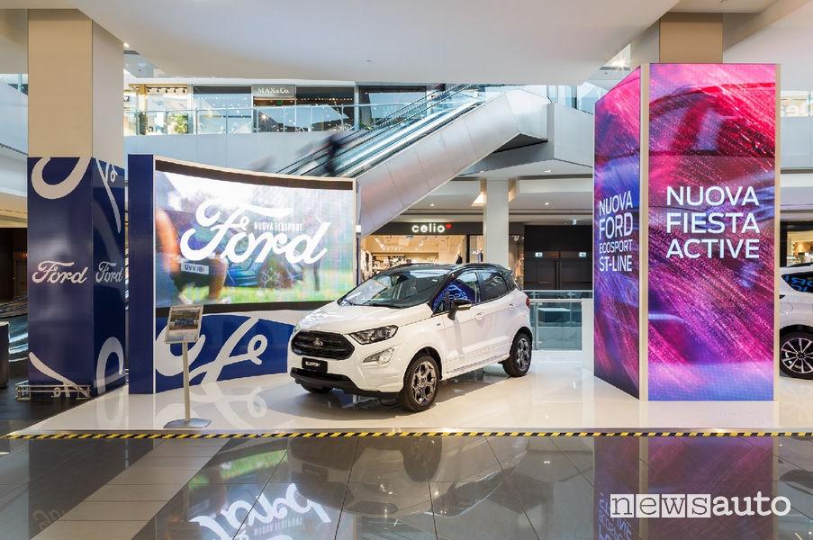 Ford tra la Gente auto al centro commerciale