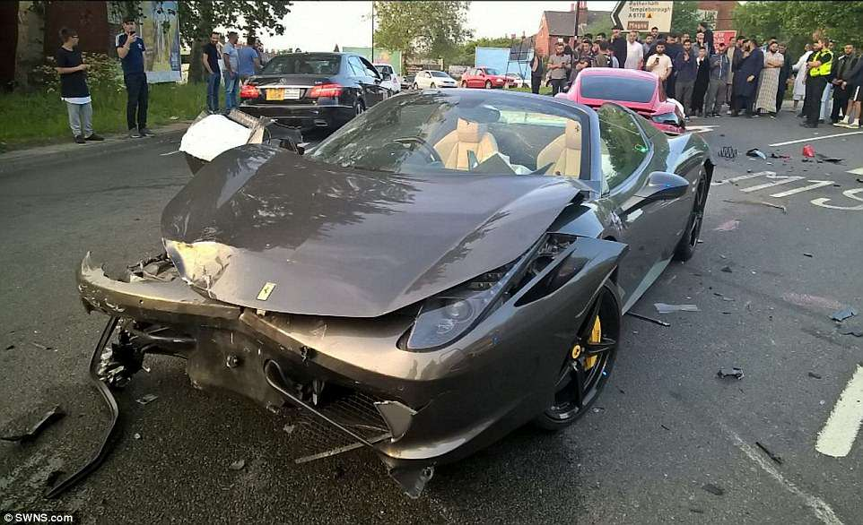 Incidente tra supercar Ferrari contro Porsche