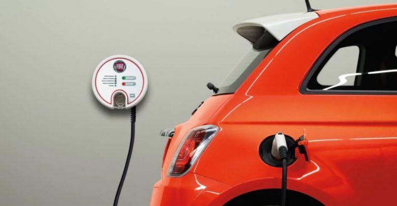 Auto elettriche Fiat 500 elettrica presa ricarica wall box FCA punta sull'auto elettrica