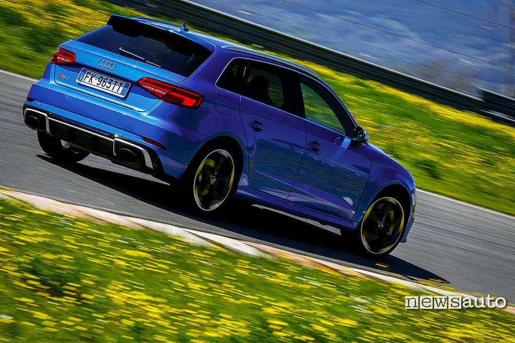 Audi RS 3 2018 vista scarico posteriore laterale