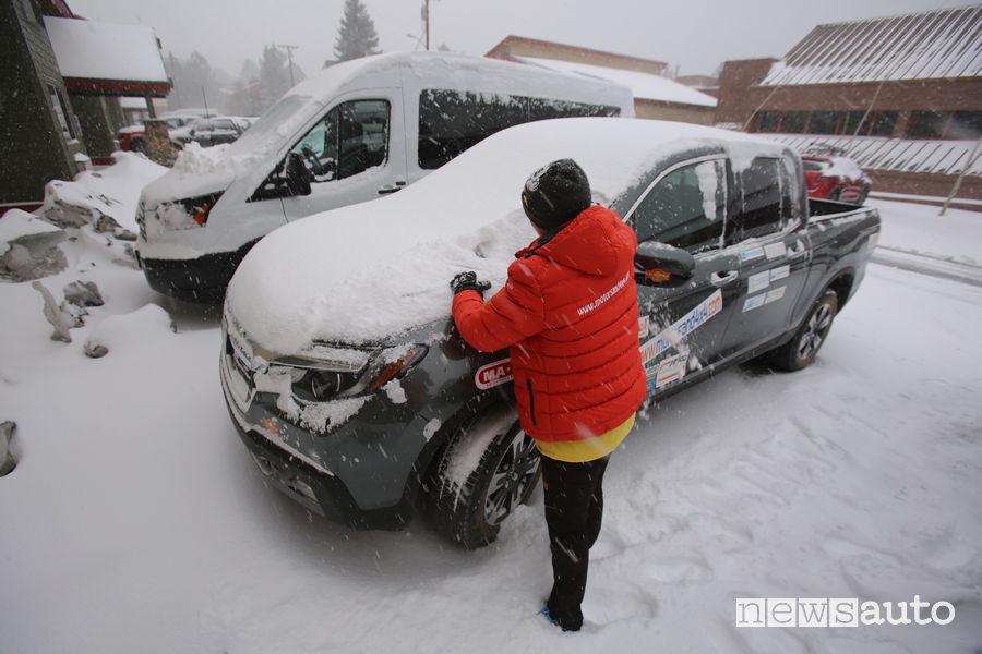 Honda Ridgeline nella tempesta di neve