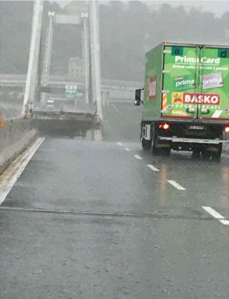 Crollo Viadotto Morandi di Genova, camion rimasto sul ponte della Basko