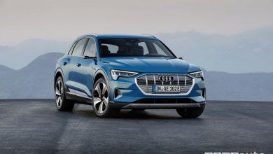 Audi elettrica e-tron blue, vista frontale