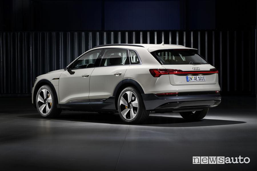 Audi e-tron beige, vista laterale