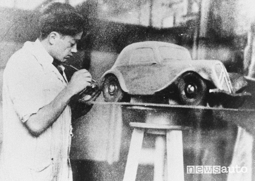 Citroen 2CV, Flaminio Bertoni in un immagine degli anni '30