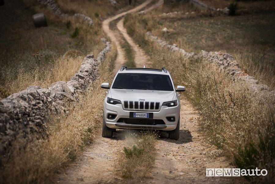 Nuova_Jeep Cherokee Overland 2019, vista frontale