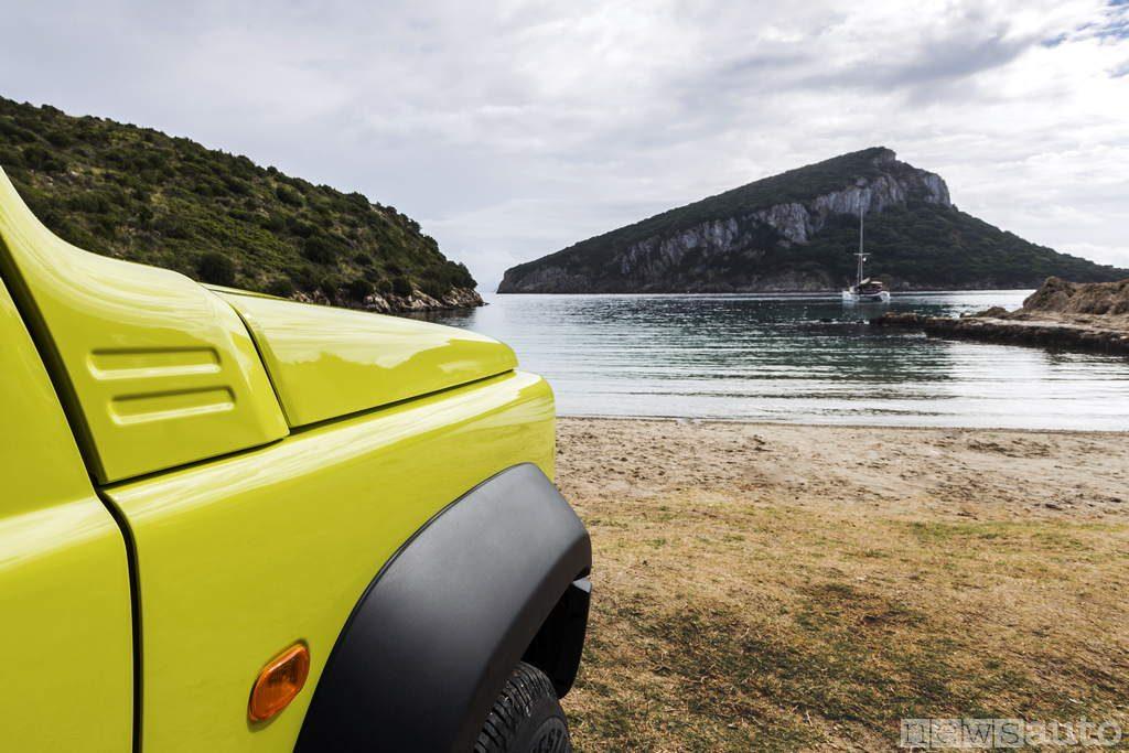Suzuki Jimny 2019 dettaglio parafango e cofano