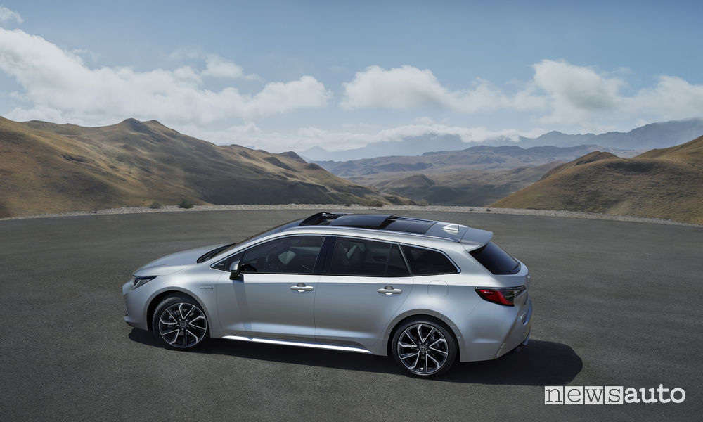 Toyota Corolla Touring Sports 2019, vista laterale