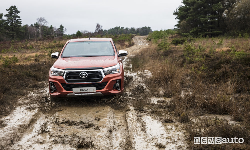 Toyota Hilux Executive+ 2019, fango