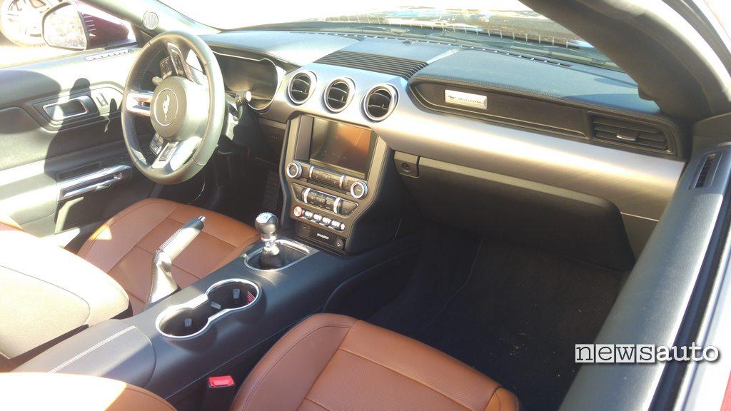 Ford Mustang Cabrio 2018 Interni
