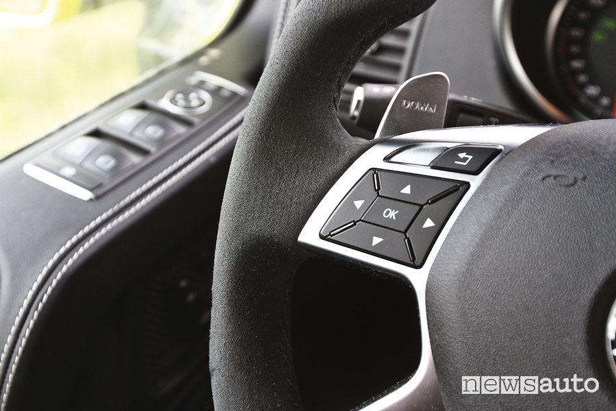 Mercedes-Benz G 500 4x4² (al quadrato), comandi al volante