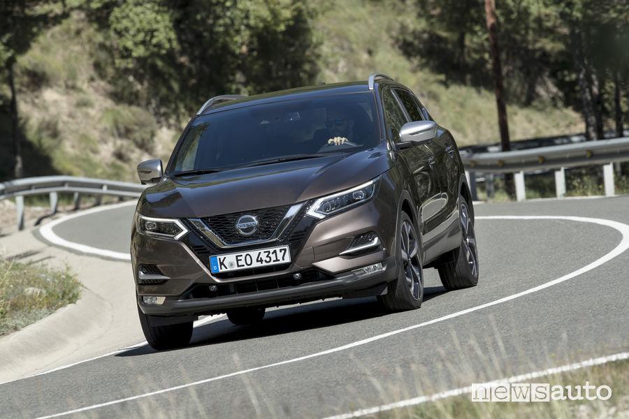 Nissan_Qashqai 2019 grigio, vista frontale