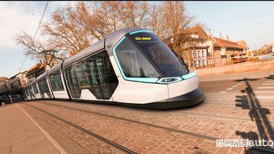 Tram_Strasburgo-Kehl Peugeot Design Lab