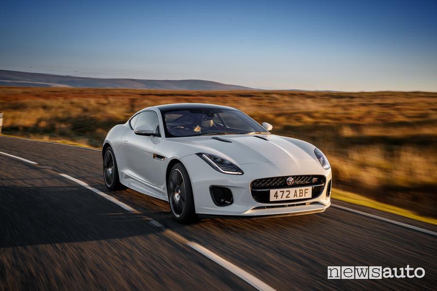Jaguar_F-Type Chequered Flag Limited Edition, vista di profilo