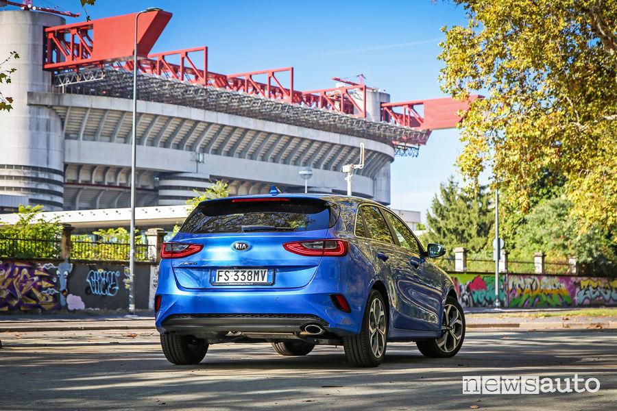 Kia_ceed 2019 berlina, vista posteriore Stadio San Siro