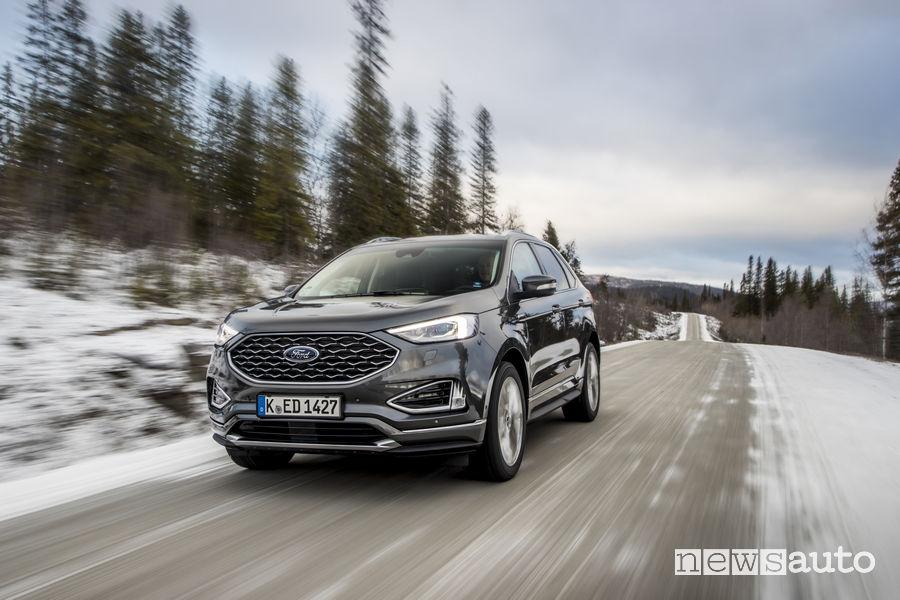 Nuovo Ford_Edge 2019 Vignale grigio scuro, vista di profilo