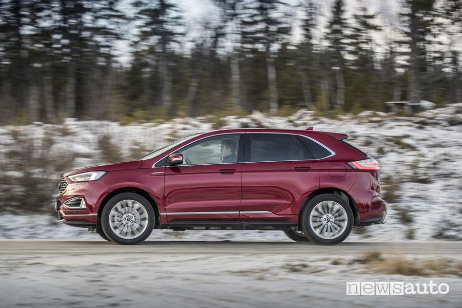 Nuovo Ford_Edge 2019 Vignale rosso, vista laterale