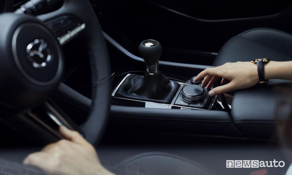 Nuova_Mazda3 berlina, controller