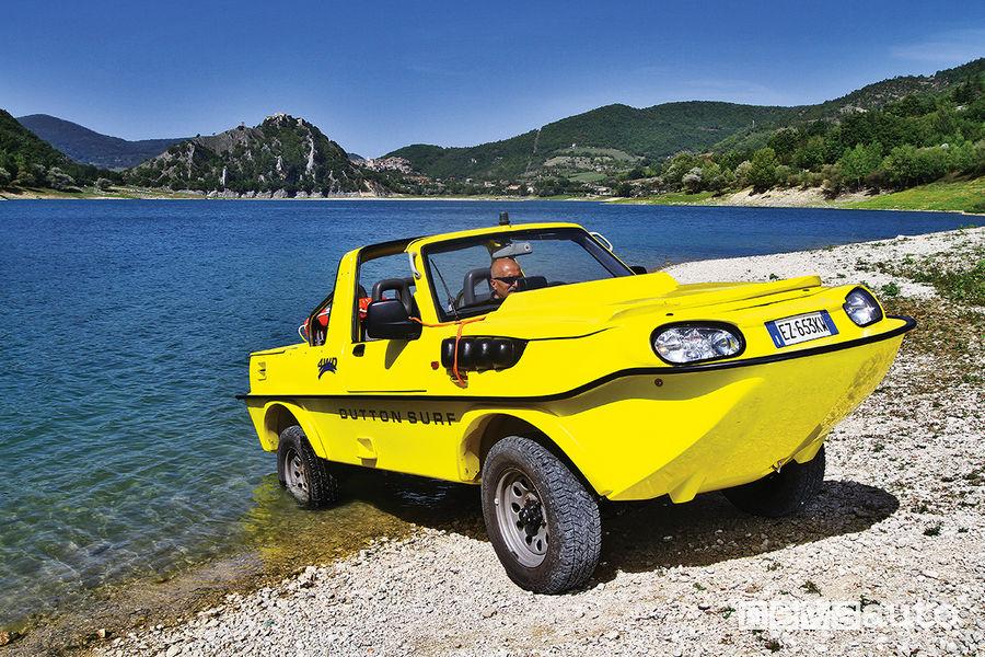 Suzuki Jimny Dutton Surf 4x4 anfibio, sulle rive del Lago del Turano (RI)