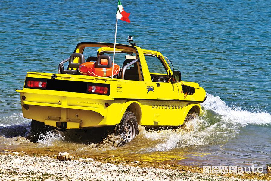 Il momento dell'entrata in acqua per l'anfibio  Dutton Surf 4x4  al Lago del Turano (RI)