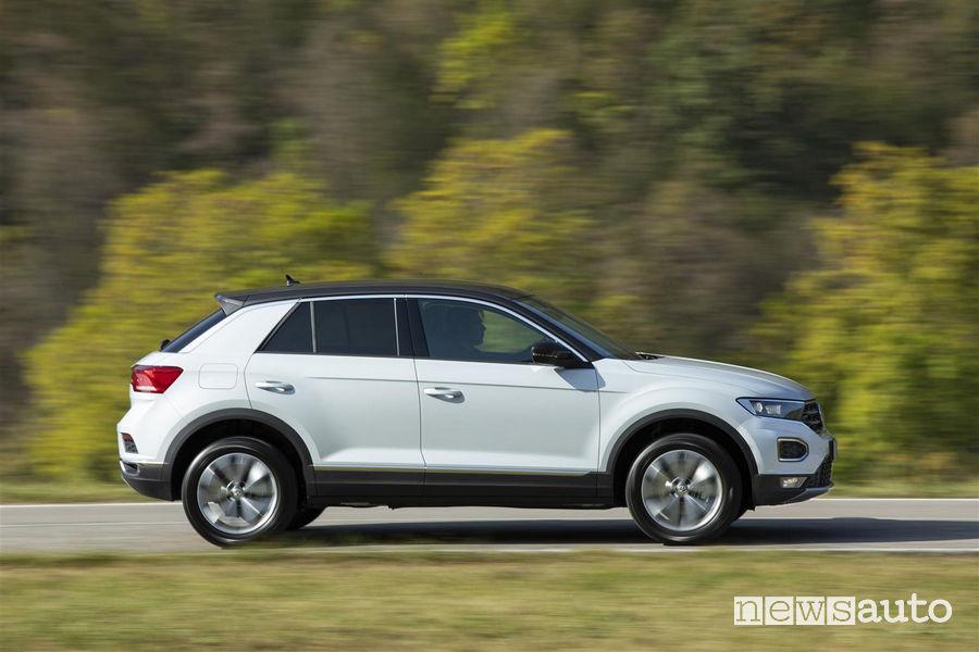 Volkswagen T-Roc TDI bianca, vista laterale