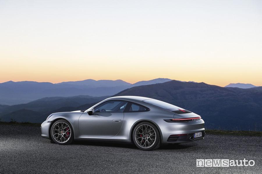 Nuova Porsche 911 2019 Carrera 4S, vista laterale