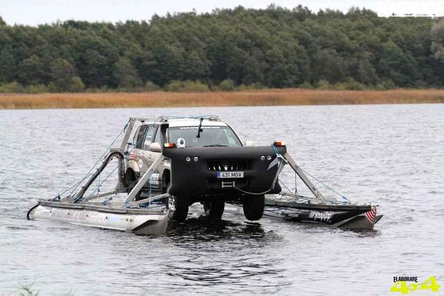Anfibio Toyota land cruiser amphibear