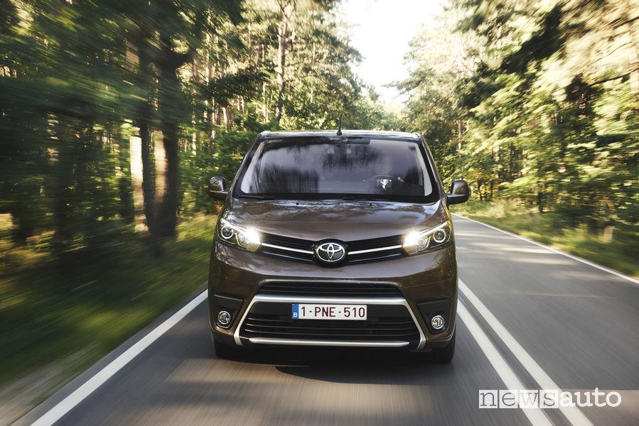 Toyota_Proace Verso 2019, vista frontale