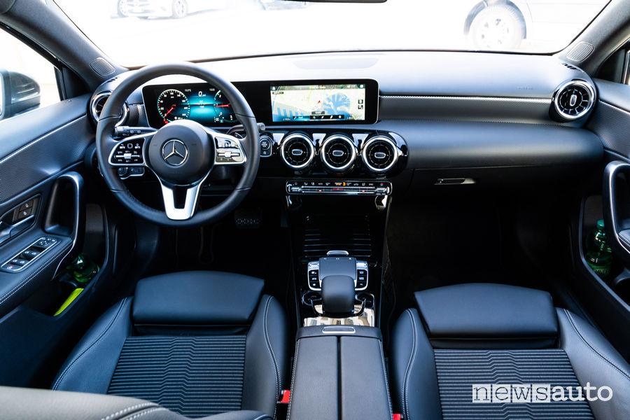 "Mercedes-Benz Classe A, MBUX ""Hey Genova"""